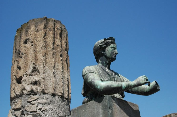 "Image Credit: ""Pompeii Statue"" – Photo by InteractMs, CC0 Public Domain, via pixabay."