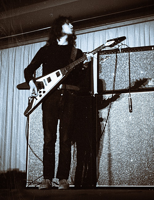 Jeremy Spencer, Fleetwood Mac, March 18, 1970 Niedersachsenhalle, Hannover, Germany. Via W.W.Thaler - H. Weber, Hildesheim on Wikicommons.