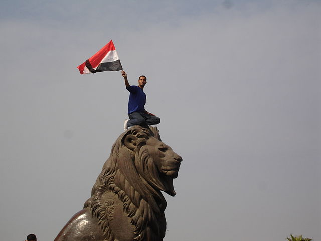 The lion of Egyptian revolution at the Qasr al-Nil Bridge. Photo by Kodak Agfa from Egypt, 2011. Creative Commons License via Wikimedia Commons.