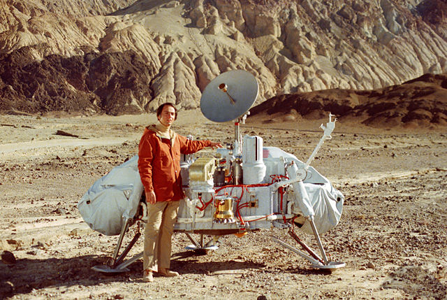 Carl Sagan with a model of the Viking lander. NASA. Public domain via Wikimedia Commons.