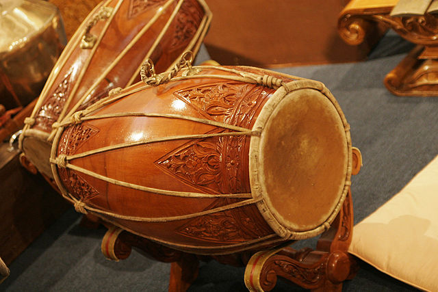 Traditional Indonesian drums at the Indonesian Embassy in Australia. Photo by Fir0002/Flagstaffotos. CC BY-NC via Wikimedia Commons.