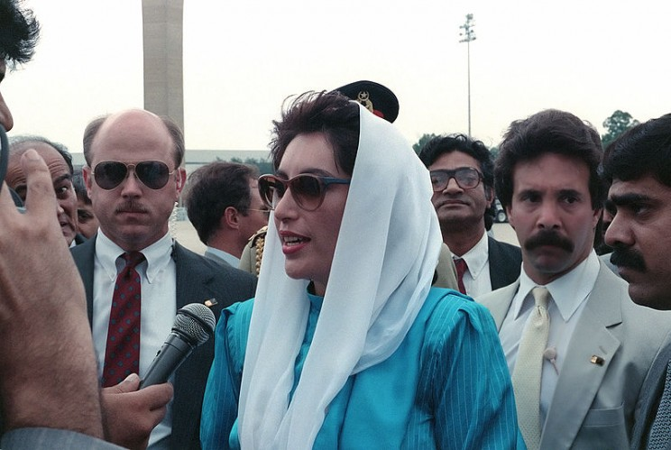Benazir Bhutto, the Prime Minister of Pakistan, speaks to the press upon her arrival for a state visit at Andrews Air Force Base, May 6, 1989.  Image by SRA Gerald B. Johnson, United States Department of Defense. Public domain via Wikimedia Commons.
