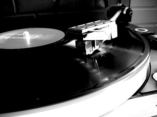 640px-Turntable_spinning