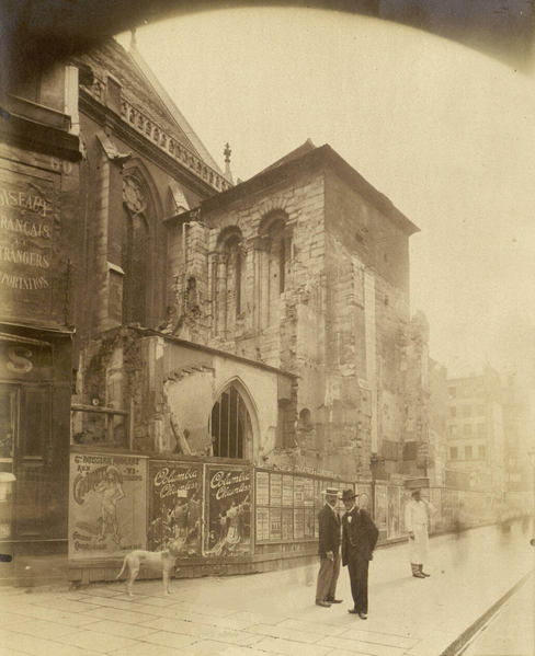 The steeple of the church before the restoration in 1913. Collections Department of the Ecole Nationale Supérieure des Beaux-Arts. Public domain via Wikimedia Commons.