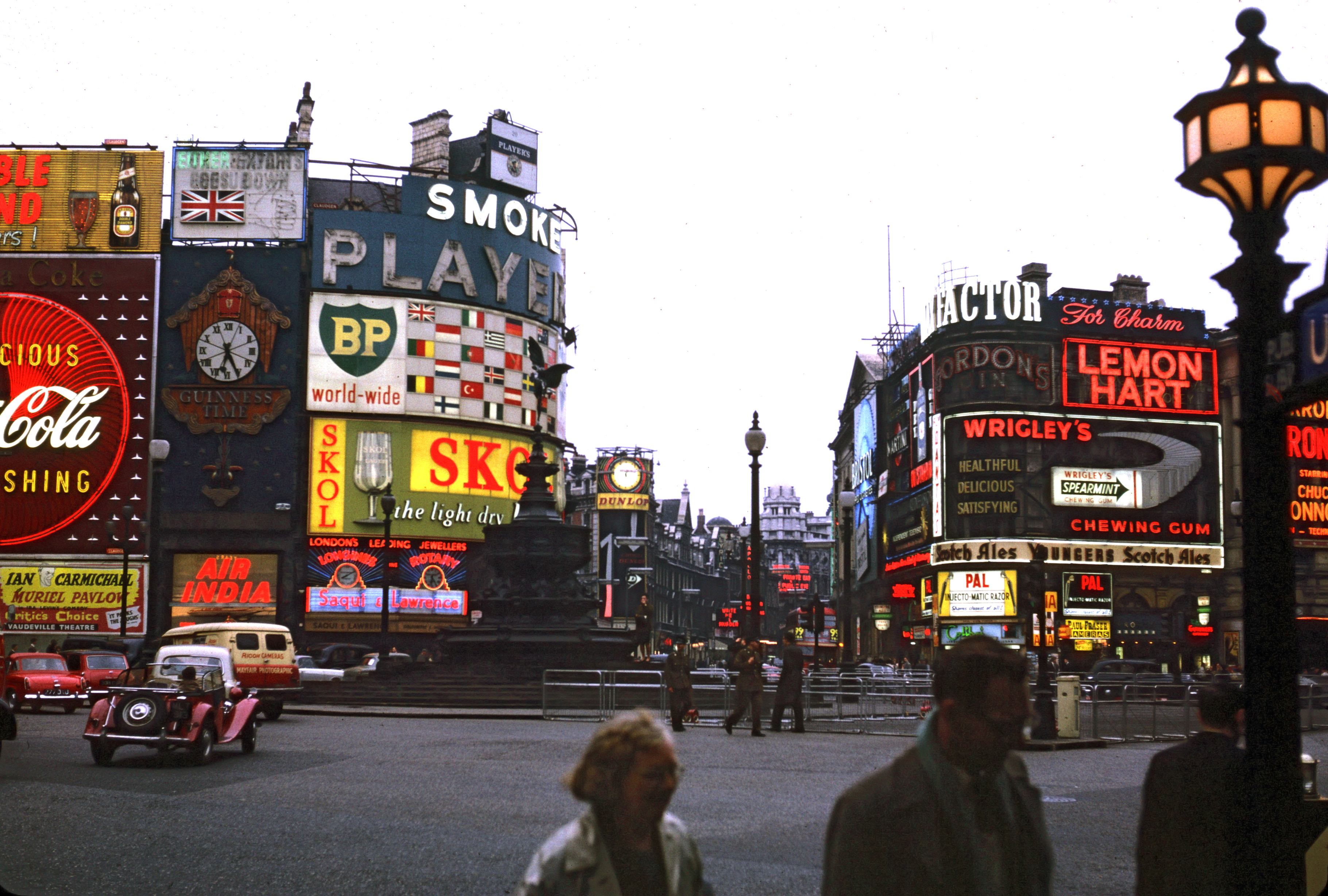 Piccadilly_Circus_in_London_1962_Brighter