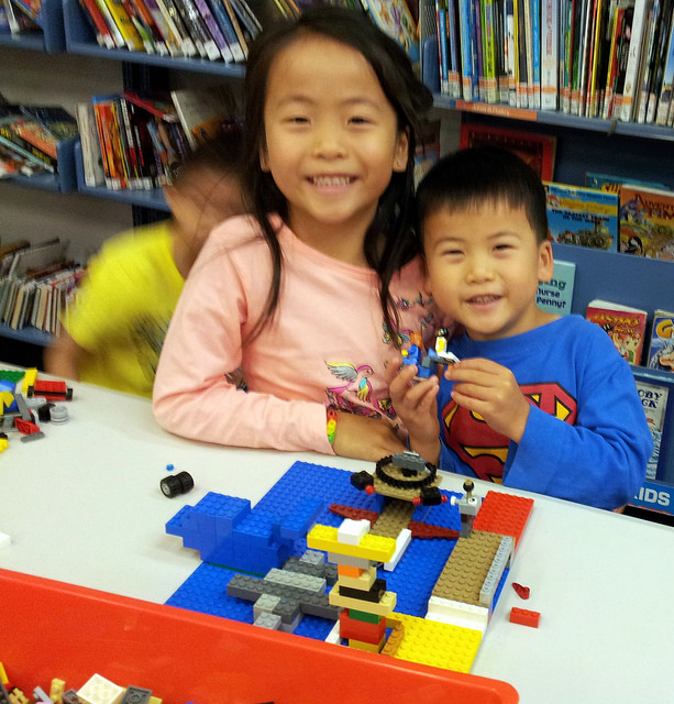 Kids having fun at Cockburn Libraries during the school holidays. Photo by Cockburn Libraries. CC BY-NC-ND 2.0 via cockburnlibraries Flickr.