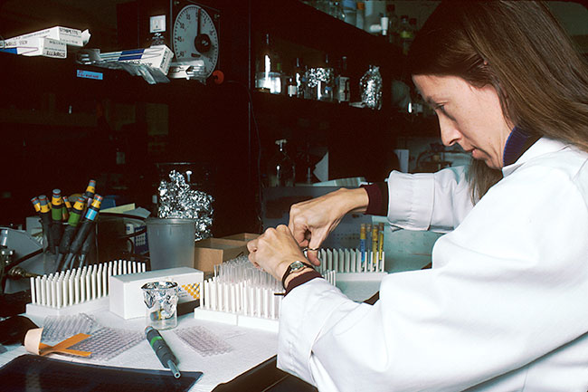 Technician_performing_laboratory_test