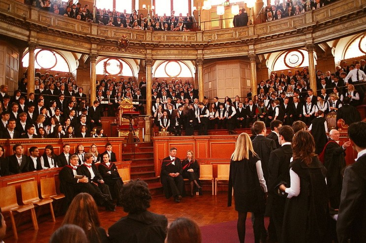 1024px-Oxford_Matriculation_2003