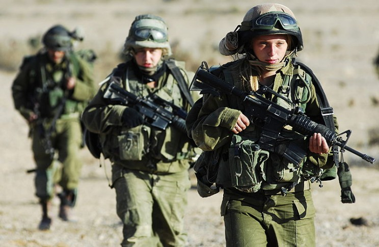 Women in combat in Southern Israel by Israel Defense Forces. CC BY 2.0 via Wikimedia Commons.