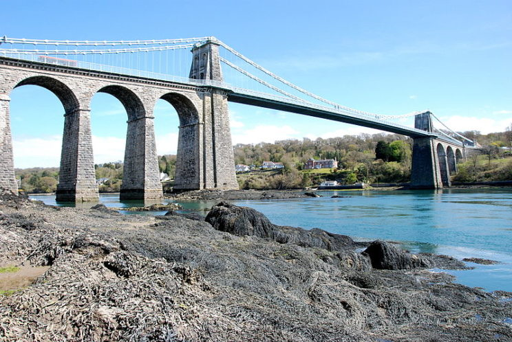 Menai Bridge, Wales, by Ton 1959. Public domain via Wikimedia Commons.