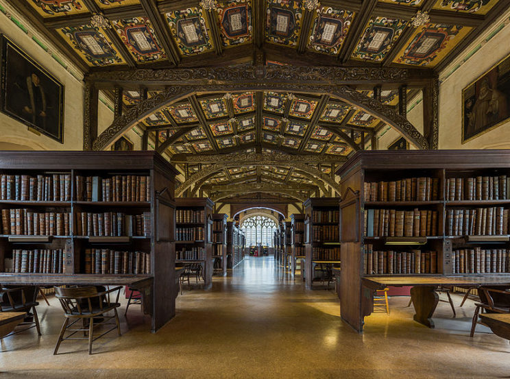 Duke_Humfrey's_Library_Interior_6,_Bodleian_Library,_Oxford,_UK_-_Diliff