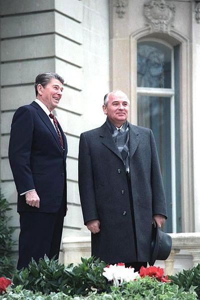 President Reagan's first meeting with Soviet General Secretary Gorbachev at Fleur D'Eau during the Geneva Summit in Switzerland, 19th November 1985. Photo by White House Photo Office, public domain via Wikimedia Commons.