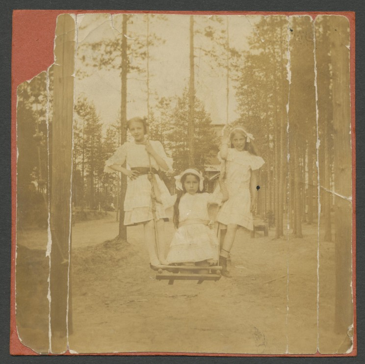 George's sister Tamara (left) and 2 friends.  Image courtesy of The National Archives of Georgia.