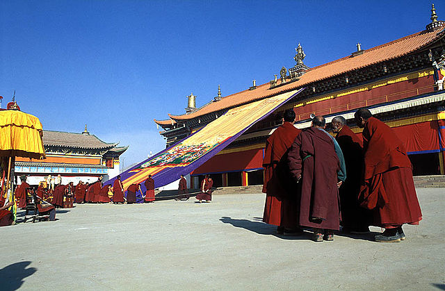 Gerdeng Monastery. Photo by Jialiang Gao. February 2003. Creative Commons License via Wikimedia Commons.