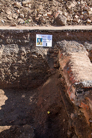The grave site of Richard III, discovered in Leicester on 25 August 2012. Photo by Chris Tweed. Creative Commons License via Wikimedia Commons.