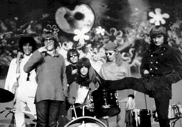 Publicity photo of the Jefferson Airplane. November 24, 1970. RCA Records. Public domain via Wikimedia Commons