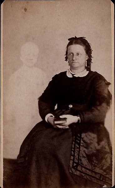 William H. Mumler, Mrs. French of Boston with her son's spirit. Carte de visite (albumen print), c. 1868-70. Public domain via Wikimedia Commons.
