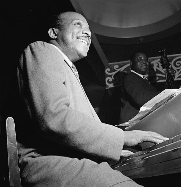 Portrait of Count Basie, Aquarium, New York, N.Y. between 1946 and 1948. Photo by William P. Gottlieb. Public domain via Library of Congress.