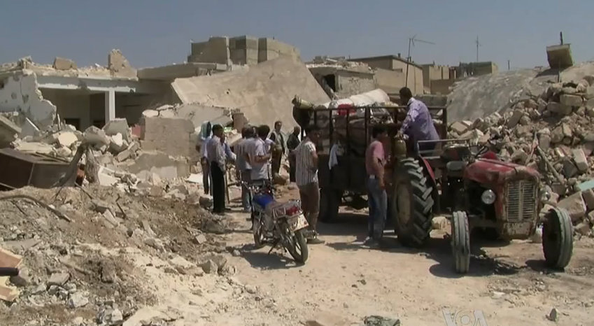 Azaz_Syria_during_the_Syrian_Civil_War_Displacement_with_Tractor