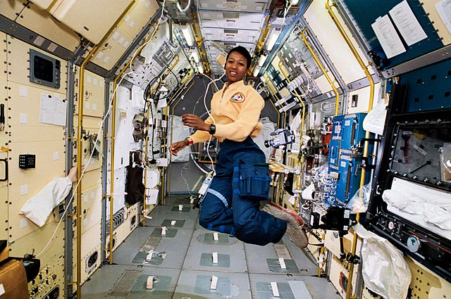 STS-47 Mission Specialist Mae Jemison in the center aisle of the Spacelab Japan (SLJ) science module aboard the Earth-orbiting Endeavour, Orbiter Vehicle (OV) 105. NASA. Public domain via Wikimedia Commons