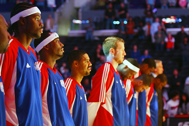 Los Angeles Clippers players stand up for the national anthem before the December 31, 2007 game against the Minnesota Timberwolves at Staples Center. Photo by Paul de los Reyes. CC BY 2.0 via Wikimedia Commons.