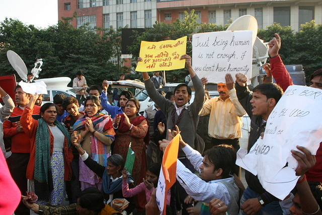 Protests at Safdarjung Hospital. Photo by Ramesh Lalwani. CC BY-NC 2.0 via ramesh_lalwani Flickr.