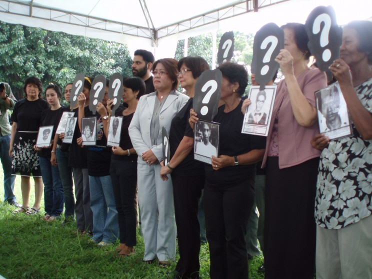 Ceremony organised by the Asian Federation against Involuntary Disappearances, held in Manila on 30 August 2009, to commemorate the International Day of the Victims of Enforced Disappearances. Photo by Gabriella Citroni.