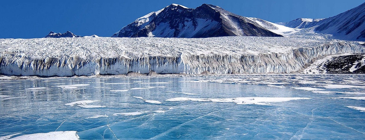 1260-Antarctic-lake.jpg