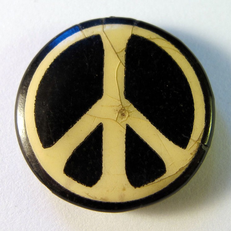 CND badge. Photo by Gerald Holtom. CC0 via Wikimedia Commons