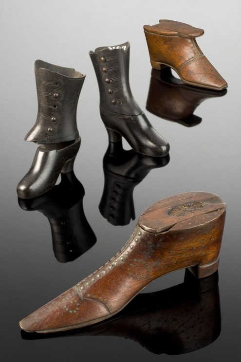 Two_snuff_boxes_shaped_like_a_pair_of_lady's_boots,_England,_Wellcome_L0057138