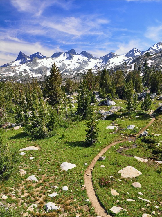 1024px-Ritter_Range_Pacific_Crest_Trail