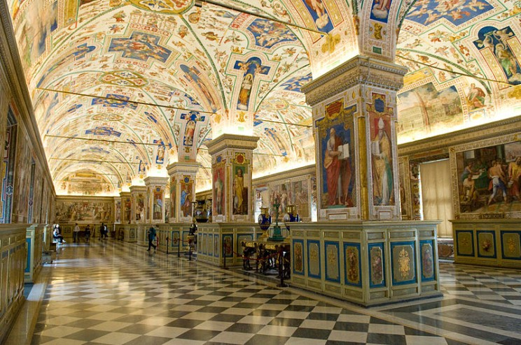 The_Sistine_Hall_of_the_Vatican_Library_(2994335291)