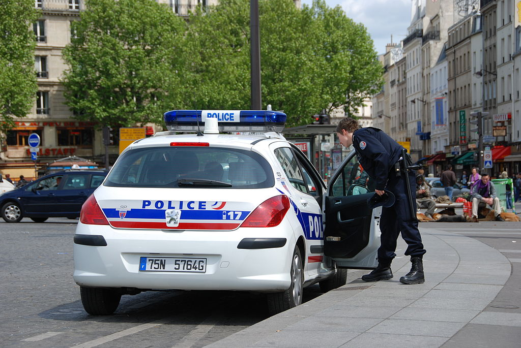 Police car in Paris, May 4, 2009 by Andre Bulber. CC BY 2.0 via Wikimedia Commons.