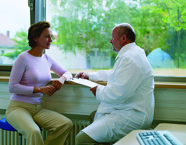 lossless-page1-614px-Doctor_discussing_diagnosis_with_patient.tiff