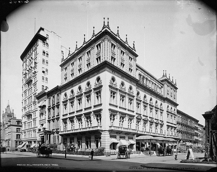 Delmonico's Restaurant in New York City in 1903 by Crypticfirefly. Public Domain via Wikimedia Commons.