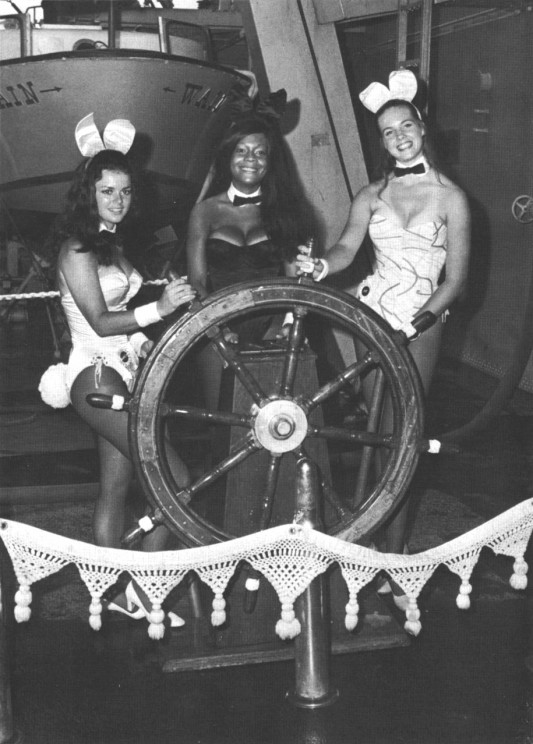 New_York_Playboy_Club_Bunnies_aboard_USS_Wainwright_(DLG-28)_c1971