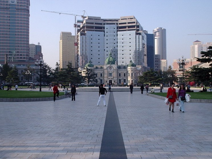 Bank of China, Zhangshan Square, by Paul Louis. CC-BY-SA-3.0 via Wikimedia Commons.