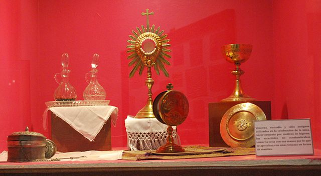 Catholic liturgy items used clandestinely during the Cristero War. Photo by AlejandroLinaresGarcia, CC BY-SA 3.0 via Wikimedia Commons.