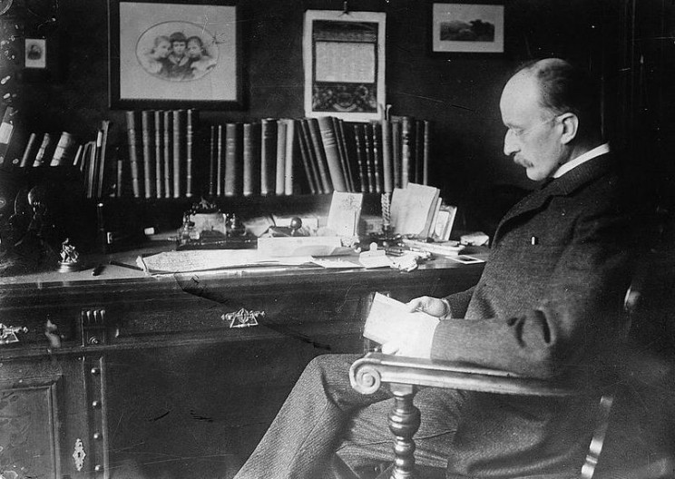 A photograph of Max Planck by George Grantham Bain, used with permission by the United States Library of Congress.