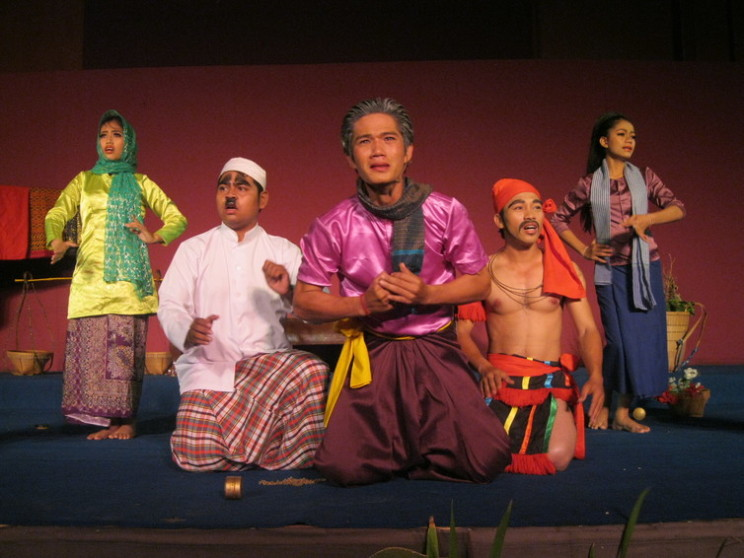 Mak Therng mourns the abduction of his wife. Scene from the Yike opera Mak Therng. National Museum of Cambodia, Phnom Penh. Photo by the author, 26 June 2015.