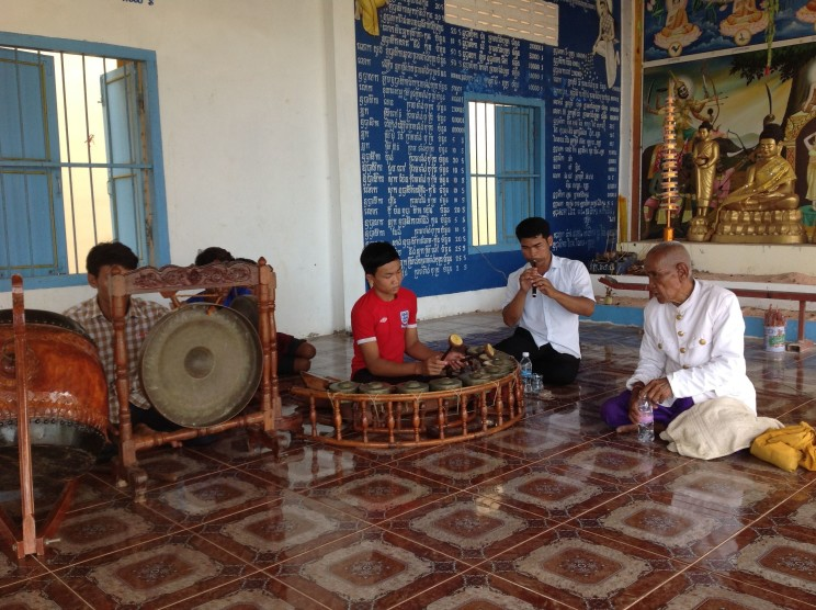 The only remaining actively teaching master-musician of the traditional music genre kantaomming, Seng Norn (right), teaches his students. Photo by the author, Siem Riep province, 6 July 2014.
