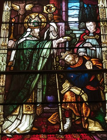 370px-Saint_Patrick_Catholic_Church_(Columbus,_Ohio)_-_stained_glass,_St._Patrick_baptizing_the_king